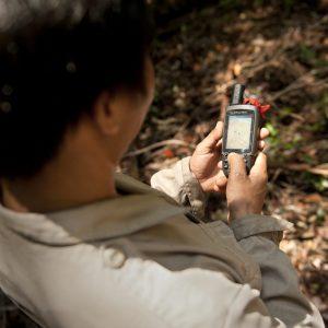 Hendri Using GPS 2_Chris Owen_Sabangau