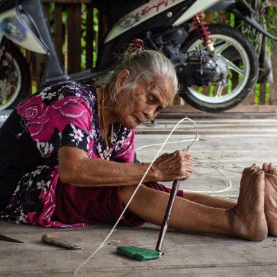 Hendri mother handicraft making - Siddart Badhri - Unknown location - 2018